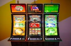 Spielspielautomaten in einem Kasino Lizenzfreie Stockfotos