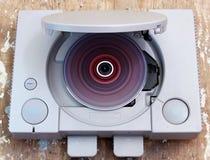 Spielstation mit dem Rollen des bunten CDspiels Stockbild