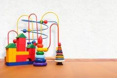 Spielwaren auf dem Boden Stockfotografie