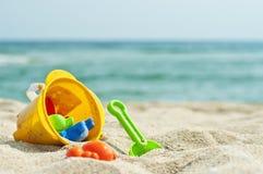 Spielwaren auf dem Strand Lizenzfreie Stockfotos