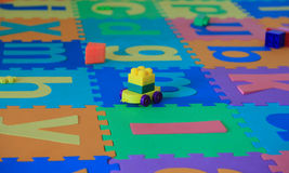 Spielwaren auf Puzzlespielset Stockfoto