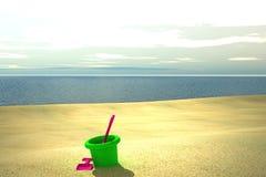Spielwaren auf Strand vektor abbildung