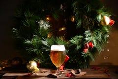 Spielwaren des neuen Jahres des Weihnachtsbieres stockbild