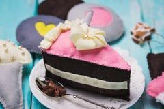 Spielwaren hergestellt vom Filz in Form der Eiscreme und des Kuchens Lizenzfreie Stockfotografie