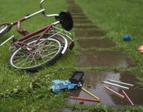Spielwaren und Fahrrad Lizenzfreies Stockbild