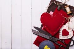 Spielwaren-Valentinstag mit ihren eigenen Händen Lizenzfreies Stockfoto