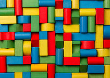 Spielwarenblöcke, hölzerne Mehrfarbenziegelsteine, Gruppe buntes buildin Stockbild
