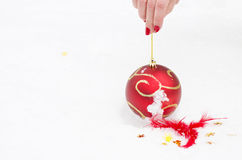 Spielzeug auf Schnee neuem Jahr Stockbild