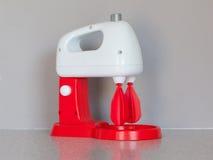 Spielzeug, das Mischer oder Mischmaschine kocht Lizenzfreie Stockbilder