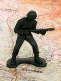 Spielzeug-grüner Armee-Mann im Irak lizenzfreie stockfotografie