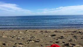 Spielzeug-LKW auf dem Strand stock video footage