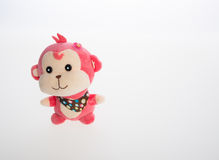 Spielzeug oder weiches Spielzeug des Affen auf dem Hintergrund Stockfotos