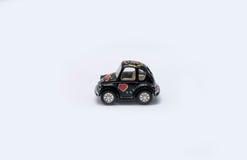 Spielzeugauto auf einem weißen Hintergrund Stockfoto