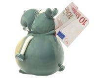 Spielzeugflußpferd mit Eurobanknote Lizenzfreies Stockfoto