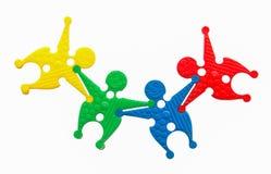 Spielzeuggruppe von personen im harmonischen Konzept mit Beschneidungspfad Lizenzfreie Stockfotografie