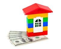 Spielzeughaus und -geld Stockfotos