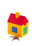 Spielzeughaus und -tasten Lizenzfreie Stockfotos