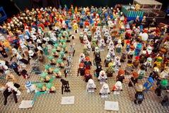 Spielzeughelden von Lego für Verkauf Stockfotografie