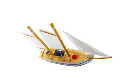 Spielzeugsegelnboot lizenzfreies stockbild