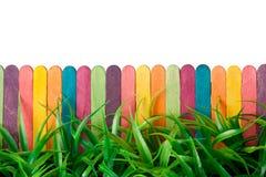 Spielzeugzaun und -gras Lizenzfreie Stockbilder