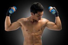 Spier de mensenoefening van Yong met domoren Stock Foto