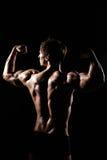 Spierrug van mannelijke modelbodybuilder die voor geschiktheid RT voorbereidingen treffen Stock Fotografie