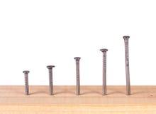 Spijkers in houten plank. royalty-vrije stock afbeelding