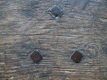 3 spijkers op uitstekend hout royalty-vrije stock afbeelding