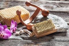 Spika omsorg, massagen och skalning på autentisk skönhetbot Royaltyfri Foto