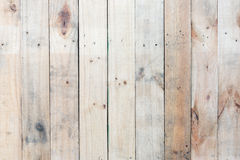 Spikar brun wood väggbakgrund för Grunge med fnuren och hål Royaltyfria Foton