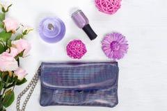 Spikar kosmetisk flaskdoft för blommor polermedel Royaltyfria Bilder
