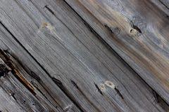 Spikar mörka gamla spruckna träbräden för bakgrund med rostigt tätt upp Royaltyfria Bilder