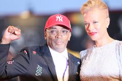 Spike Lee e Tonya Lewis Lee foto de stock royalty free