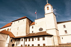 Spilberk城堡是在小山顶在布尔诺,南部的平均观测距离的一座城堡 库存照片