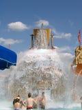 spiller jätte- kersplash för hinken vatten Fotografering för Bildbyråer
