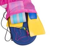 Spillin del equiptment del equipo de natación fuera de un bolso de la nadada Fotografía de archivo libre de regalías