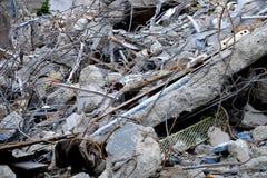 Spillror av en demolerad byggnad Arkivfoto