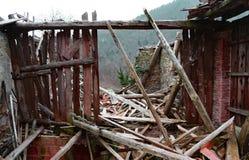 Spillror och fördärvar av huset som förstörs av kraftig earthqu Royaltyfria Bilder