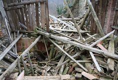 Spillror och fördärvar av huset som förstörs av kraftig earthqu Royaltyfri Foto