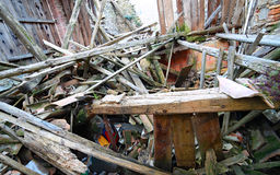 Spillror och fördärvar av huset som förstörs av kraftig earthqu Royaltyfri Fotografi