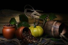 Spillt kaffe på en svart bakgrund Fotografering för Bildbyråer