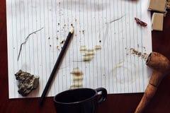 Spillt kaffe på papper Royaltyfri Fotografi