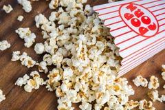 Spillt popcorn Arkivfoto