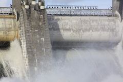 Spillway στο φράγμα σταθμών υδροηλεκτρικής ενέργειας σε Imatra στοκ φωτογραφία με δικαίωμα ελεύθερης χρήσης