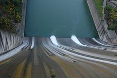 spillway royaltyfria bilder