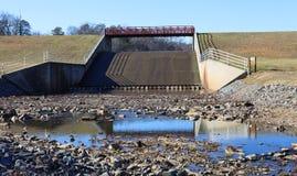 Spillway på laken Fairfax Reston VA arkivfoton