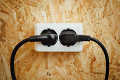 Spina di corrente di CA ed incavo, fondo di legno del osb Immagini Stock