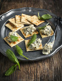 Spinach dip and crackers Royalty Free Stock Photography