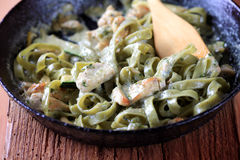 Spinach Fettuccine With Chicken, Pesto And Cream Stock Photography