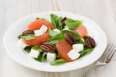 Spinach grapefruit goat cheese salad with pecan Stock Photography